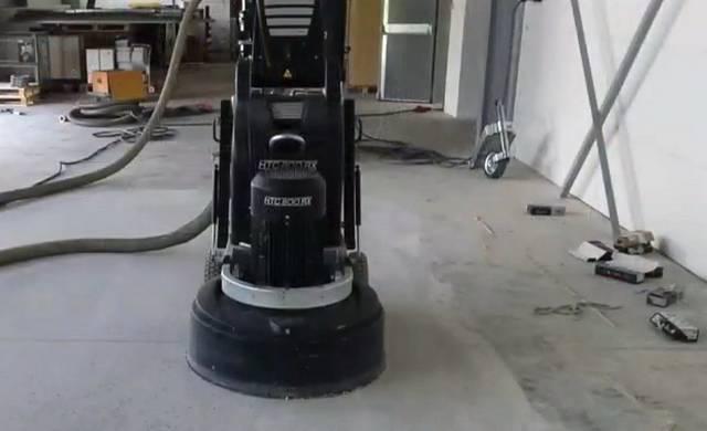 Réalisation d'un béton poli dans un atelier de maintenance